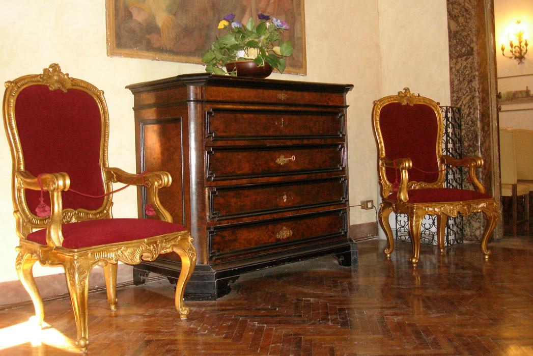Restauro di poltrone antiche presso la soprintendenza per for Mobili del 700